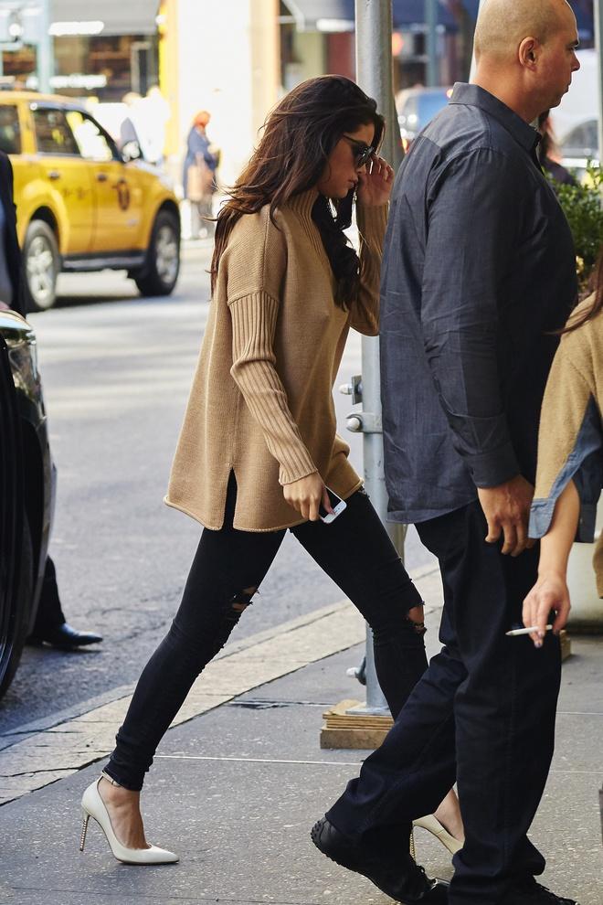 Selena Gomez goi y cach phoi do voi ao len ngay lanh hinh anh 4