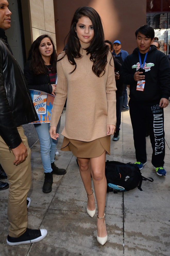 Selena Gomez goi y cach phoi do voi ao len ngay lanh hinh anh 8