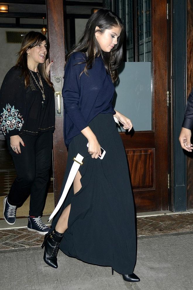 Selena Gomez goi y cach phoi do voi ao len ngay lanh hinh anh 9