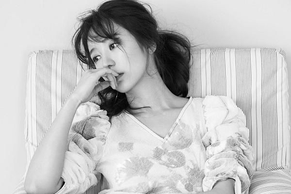 Yoon Eun Hye thanh lich trong bo anh moi nhat hinh anh