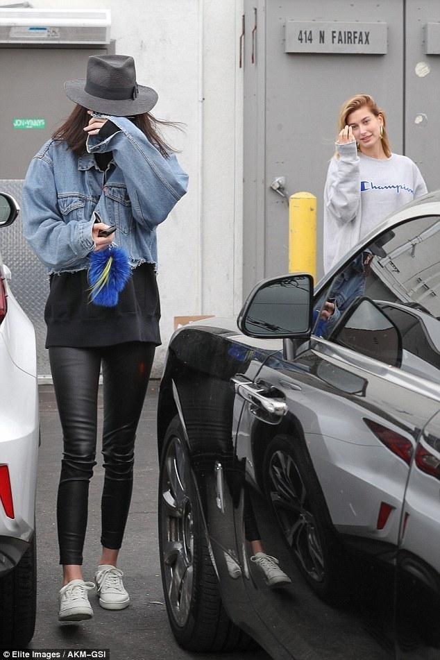 Kendall Jenner mix do voi doi giay 5 trieu dong nhu the nao? hinh anh 14