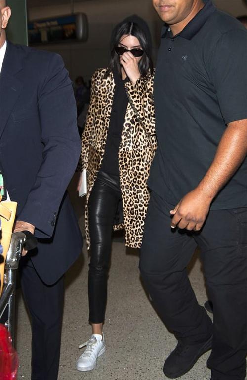 Kendall Jenner mix do voi doi giay 5 trieu dong nhu the nao? hinh anh 5