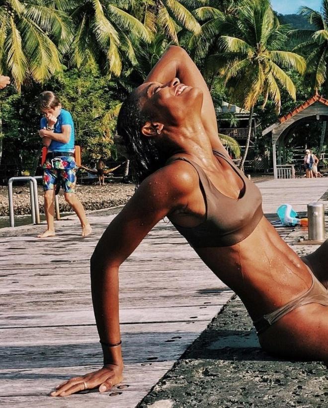 sao mac bikini anh 10