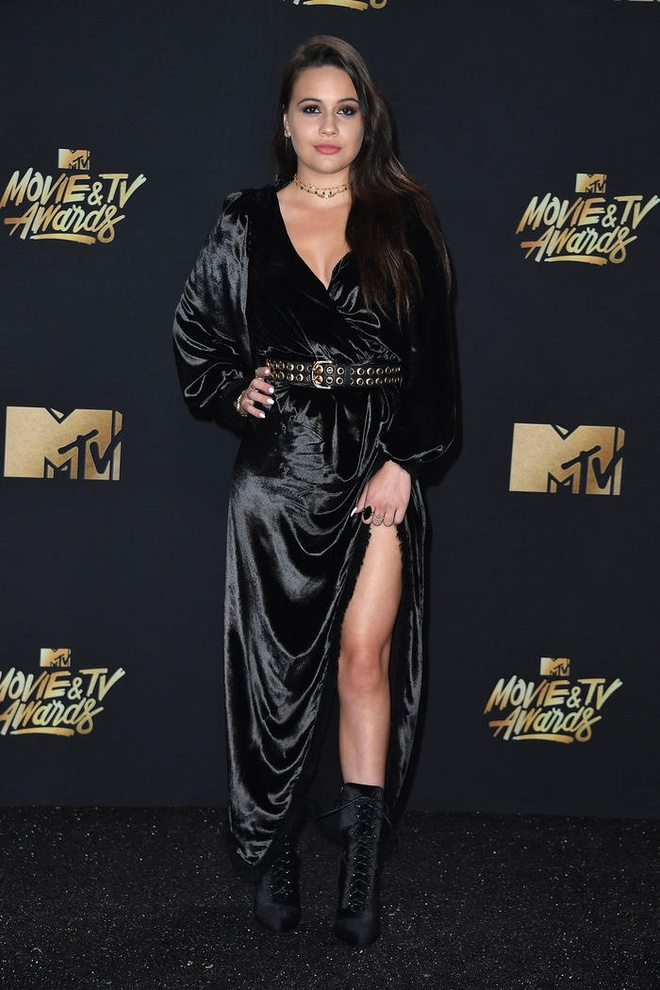 Mac vay cuon quyen ru nhu Kendall Jenner, Bella Hadid hinh anh 8