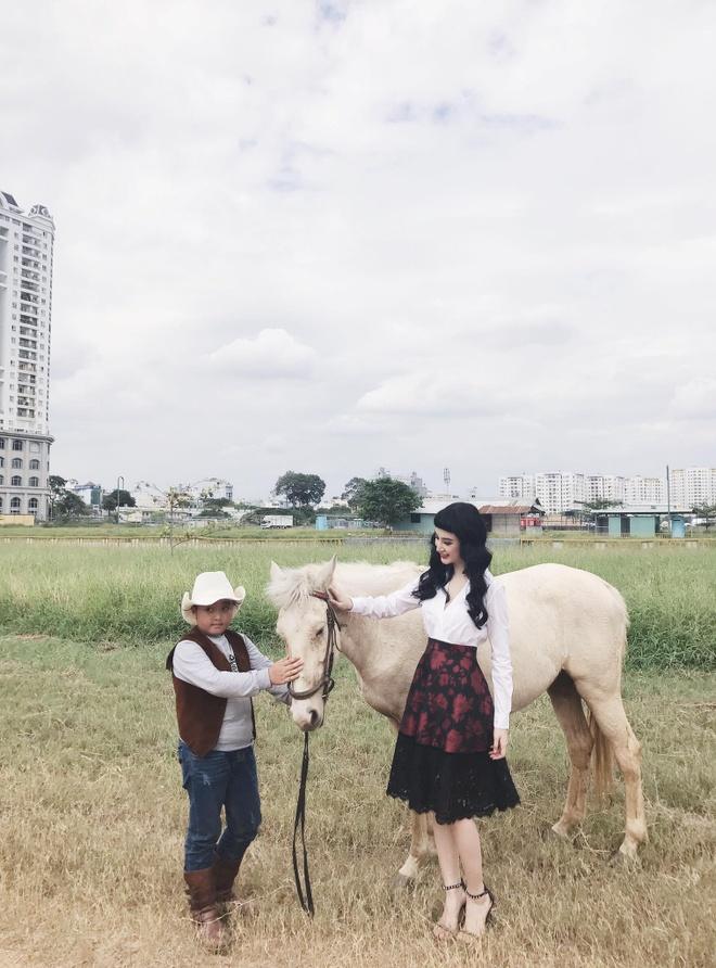 Angela Phuong Trinh 'nghien' mac so mi xuong pho hinh anh 6