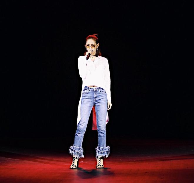 Minh Hang tich cuc lang xe mau jeans xe gau hinh anh 3