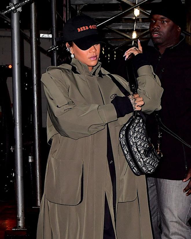 Gu thoi trang cua Rihanna anh 8