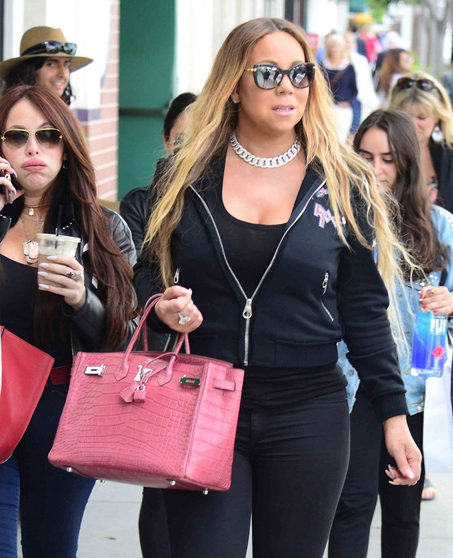 Boc gia mau tui dat do duoc Mariah Carey mang theo moi noi hinh anh 1
