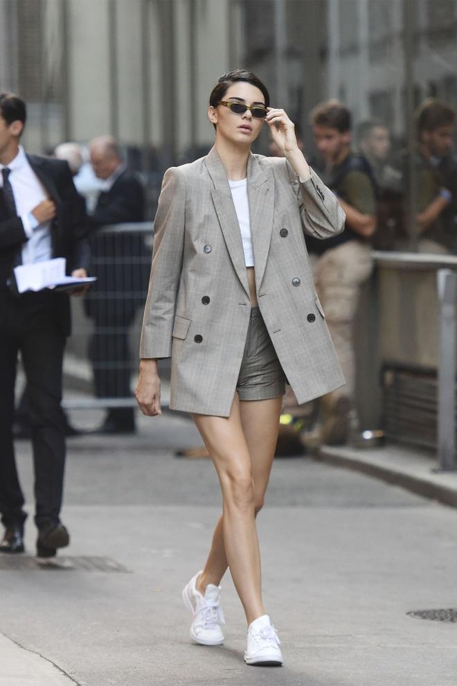 Hoc Kendall Jenner dien quan shorts tre trung hinh anh 1