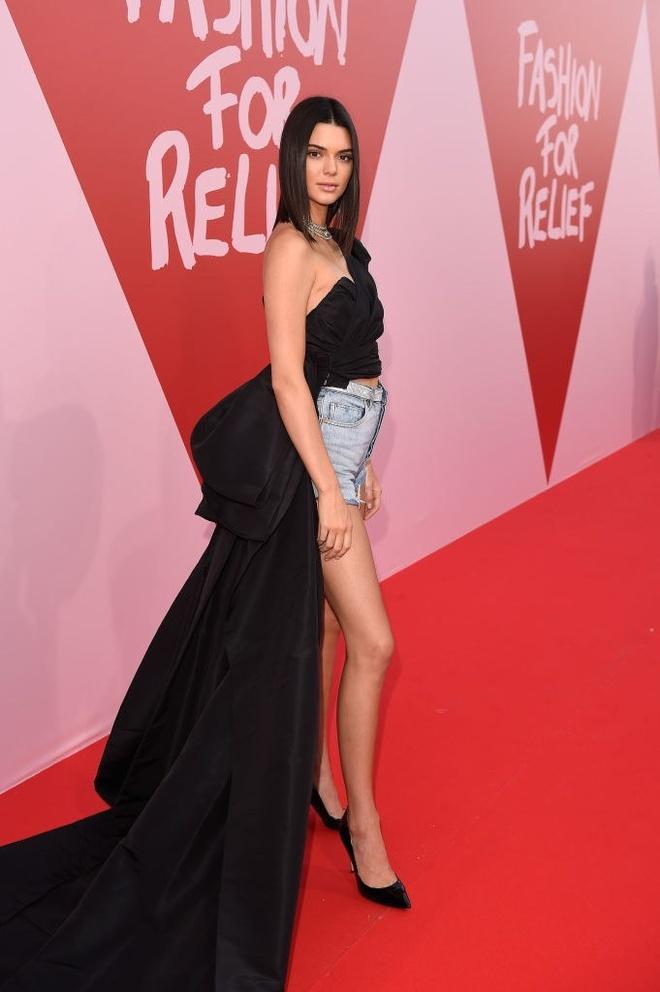 Hoc Kendall Jenner dien quan shorts tre trung hinh anh 3