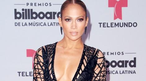 15 bo canh mac nhu khong mac cua Jennifer Lopez tren tham do hinh anh
