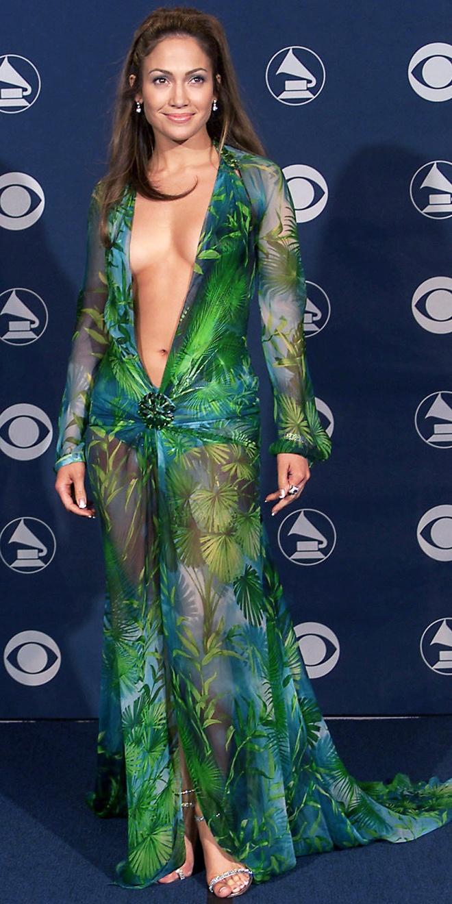 15 bo canh mac nhu khong mac cua Jennifer Lopez tren tham do hinh anh 14