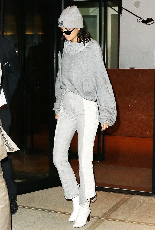 Dien boots giua ngay he, Kendall Jenner van bien thanh trao luu moi hinh anh 10