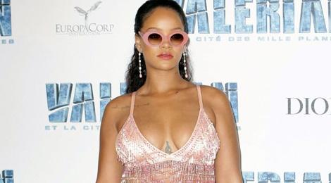 Rihanna khien fan ngan ngam vi gu an mac ngay cang te hinh anh