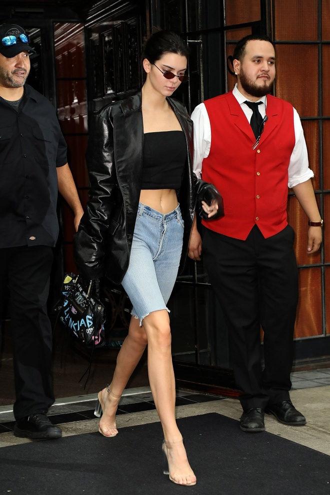Kendall Jenner phoi do voi blazer anh 1