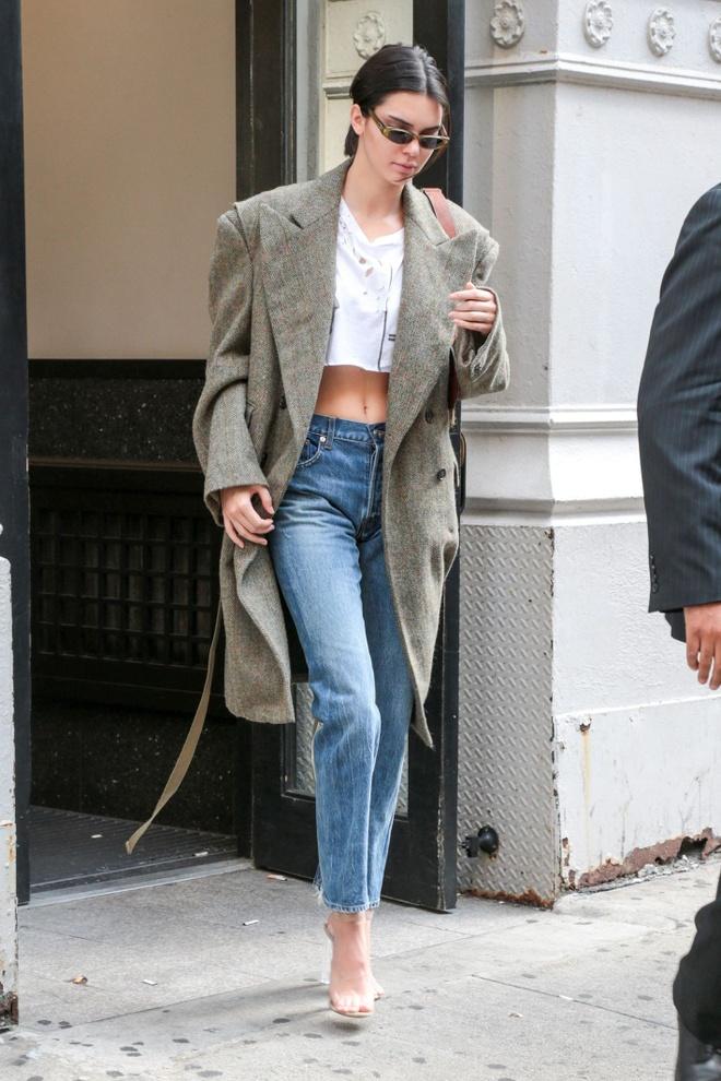 Kendall Jenner phoi do voi blazer anh 2