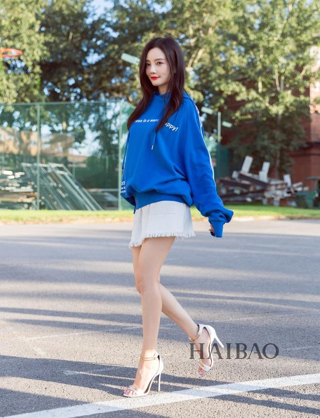 My nhan Hoa ngu chuong ao hoodie tre trung hinh anh 3