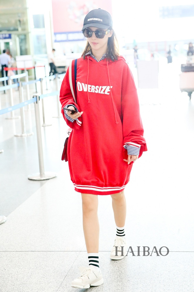 My nhan Hoa ngu chuong ao hoodie tre trung hinh anh 2