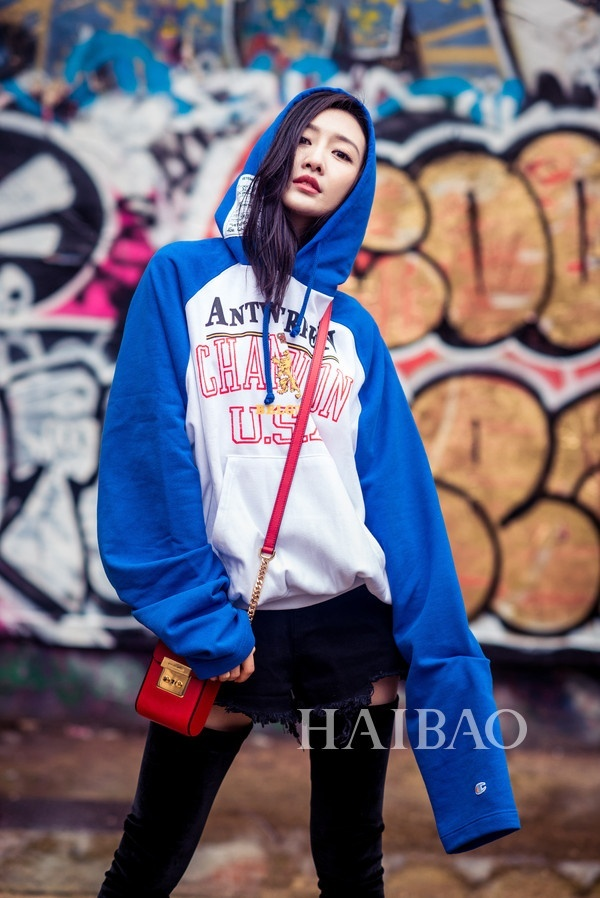 My nhan Hoa ngu chuong ao hoodie tre trung hinh anh 4
