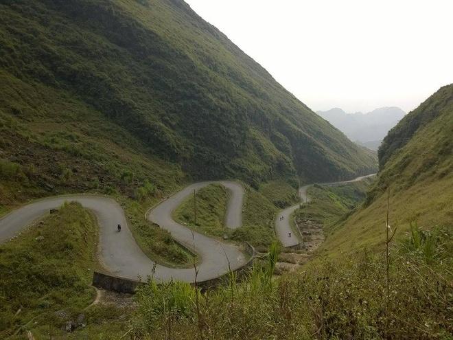 Những khúc cua nguy hiểm nếu đi tốc độ nhanh ở Hà Giang. Ảnh Minh Thu