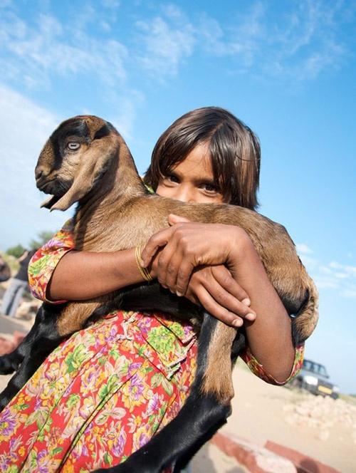 Cư dân ở đây yêu muông thú đến mức những người phụ nữ của vùng đất này đã dùng dòng sữa của mình nuôi những chú hươu nhỏ.