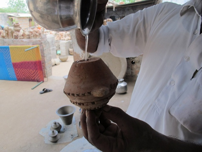 Đối với người Bishnoi, việc mời khách dùng thuốc phiện thể hiện sự hào phóng và hiếu khách.