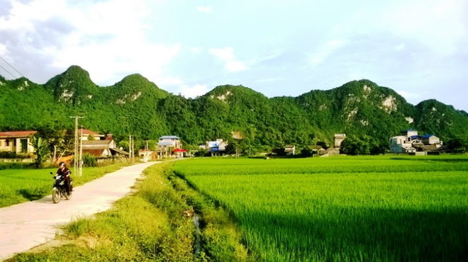Ngo ngang truoc 'song nui' Cho Chu hinh anh 1 Phố núi Chợ Chu nằm yên bình dưới chân núi