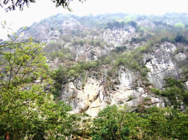 Ngo ngang truoc 'song nui' Cho Chu hinh anh 3 Những tảng đá khổng lồ chồng xếp lên nhau tạo những vách thành