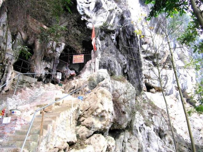 Ngo ngang truoc 'song nui' Cho Chu hinh anh 8 Kỳ bí ngôi chùa Hang trong lòng đá núi Chợ Chu