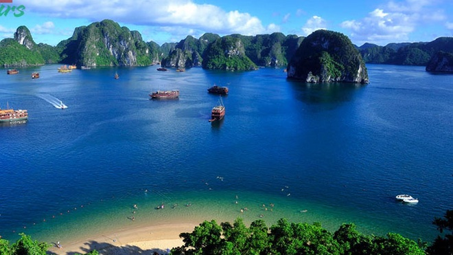 Dieu gi khien khach Tay me man Viet Nam? hinh anh 3 Vịnh Hạ Long là điểm du khách yêu thích khi đến Việt Nam