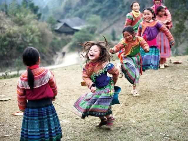 Dieu gi khien khach Tay me man Viet Nam? hinh anh 1 Nụ cười, nét đẹp hồn nhiên của trẻ em miền núi để lại ấn tượng đặc biệt đối với khách Tây. Ảnh chudu24h