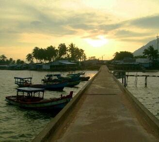 Ky niem hao hung khi o thien duong Phu Quoc hinh anh 11 Hoàng hôn trên cầu tàu Hàm Ninh