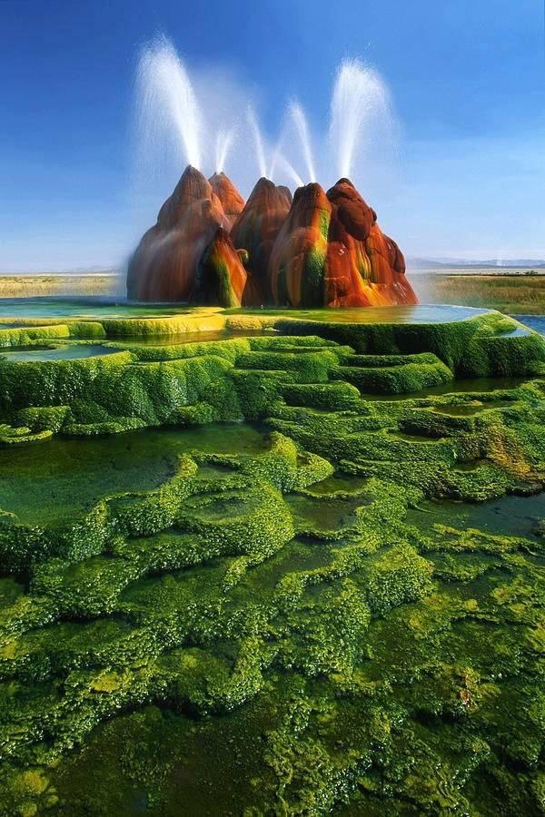 Nhung dia danh dep toi muc kho tin hinh anh 9   Mạch nước Fly Geyser: Nằm tại Nevada, Mỹ, mạch nước này tạo cảm giác cho người xem ngỡ như đang dạo chơi trên bề mặt sao Hỏa.