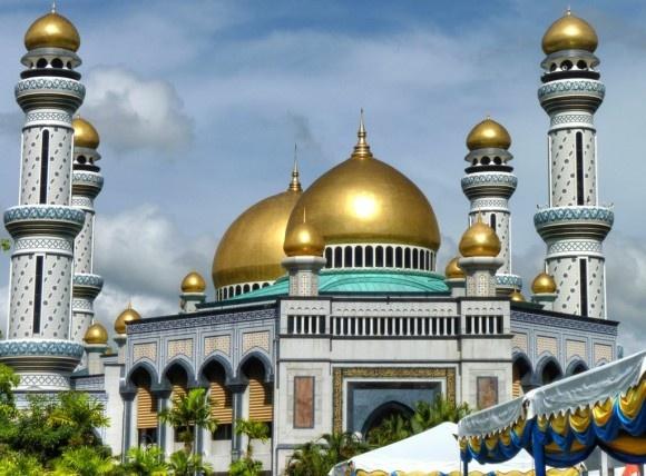 Tan thay Thanh duong Hoi giao toan vang o Brunei hinh anh 1 Toàn cảnh Thánh đường Hồi giáo Jame. Ảnh Linh An