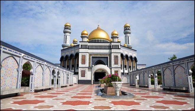 Tan thay Thanh duong Hoi giao toan vang o Brunei hinh anh 3 Một ngày người dân vào Thánh đường cầu nguyện 5 lần. Ảnh Phụ nữ TP.HCM