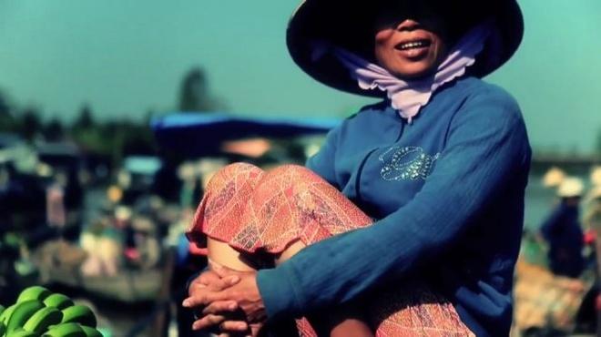 Phụ nữ miền sông nước Cửu Long
