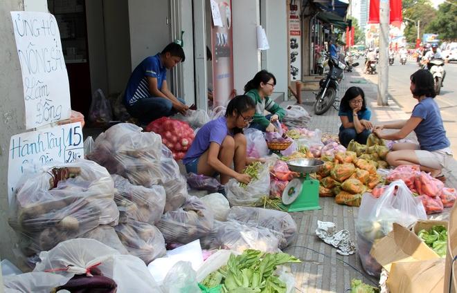 Nong san gia re chat day duong cho 'giai cuu' o Sai Gon hinh anh