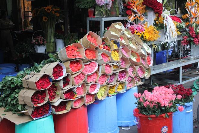 Hoa hong Valentine day cho Sai Gon, vang khach mua hinh anh 1