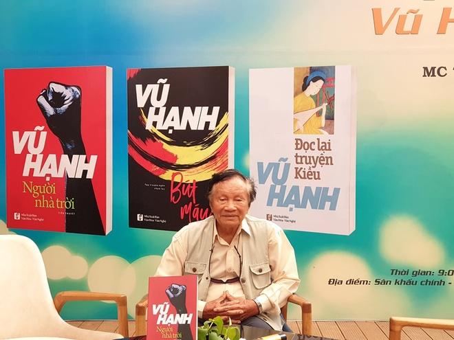 Nhà văn Vũ Hạnh tại buổi giao lưu tổ chức sáng 26/9. ẢnhQ.M.