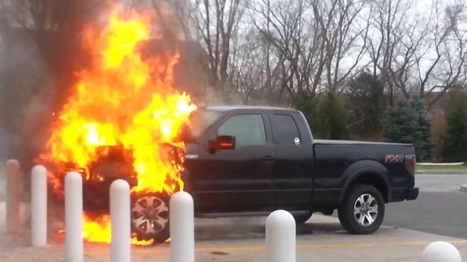 Ford F-Series trieu hoi hang loat sau khi co 2 xe tu chay hinh anh 1