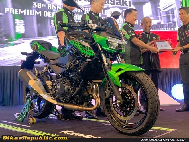 Kawasaki ra mat bo doi Z250 va Z400 SE 2019 dung chung thiet ke hinh anh 2