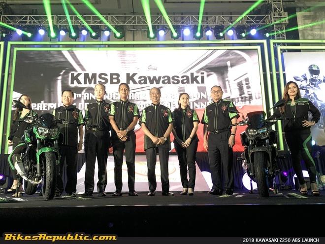 Kawasaki ra mat bo doi Z250 va Z400 SE 2019 dung chung thiet ke hinh anh 1