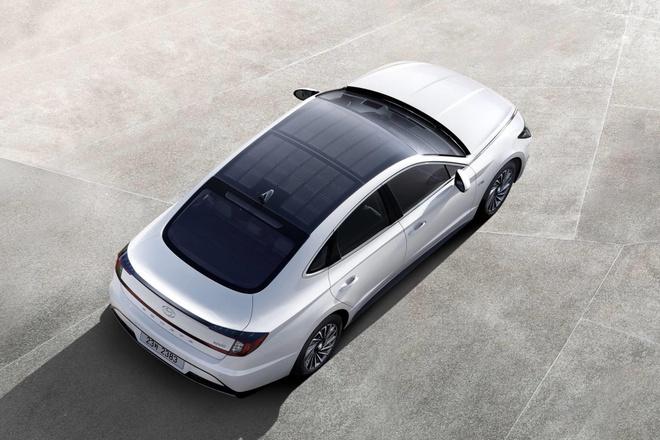 Hyundai Sonata Hybrid 2020 trang bi tam pin mat troi tren noc xe hinh anh 2