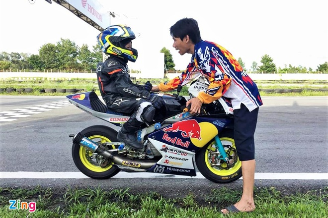 Hai tay dua moto nhi Viet Nam chuan bi thi dau tai Thai Lan hinh anh 1