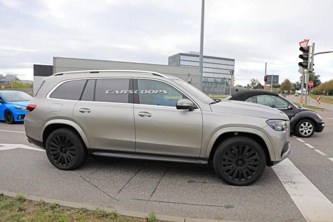 Mercedes GLS co them phien ban Maybach anh 2
