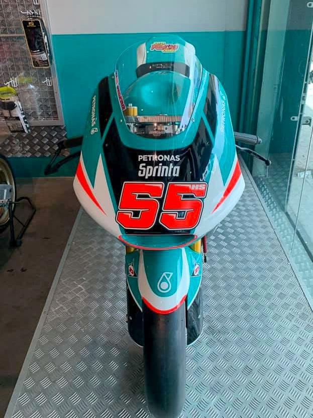 Xe dua 600 cc su dung trong giai Moto2 rao ban gia gan 30.000 USD hinh anh 1 hafizh_syahrin_moto2_bike_for_sale_600cc_malaysia_kalex_honda_cbr600rr_1.jpg