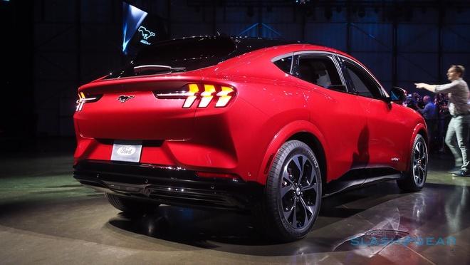 Ford Mustang Mach-E lo thong so - camera tren vo lang, toc do sac thap hinh anh 2 ford_mustang_mach_e_11_1.jpg