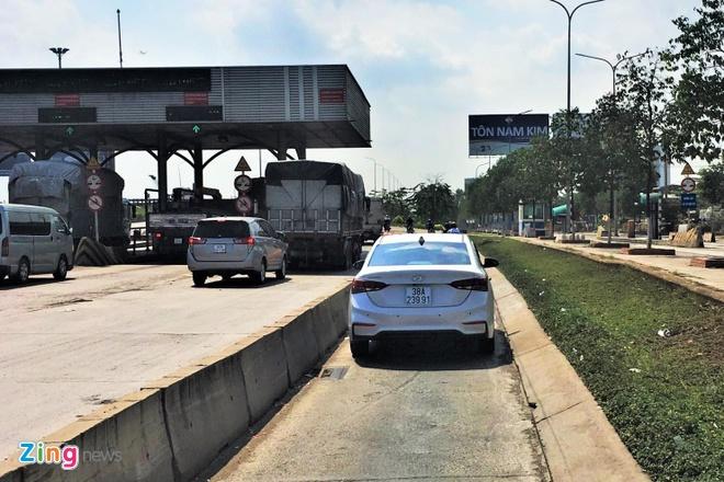 Ôtô chạy vào làn xe máy tránh trạm thu phí có thể bị phạt hơn 10 triệu