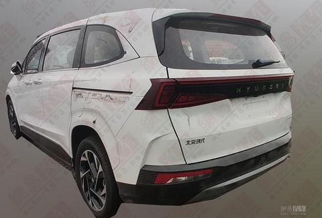 Hyundai Custo ra mat,  MPV 6 cho trang bi dong co tang ap 2.0L anh 3