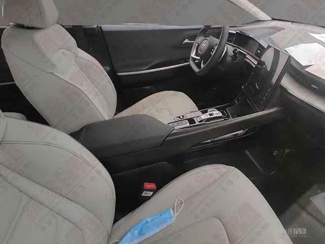 Hyundai Custo ra mat,  MPV 6 cho trang bi dong co tang ap 2.0L anh 4